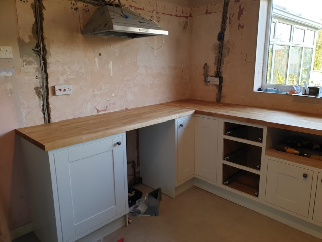 Fittng Solid Oak Worktops