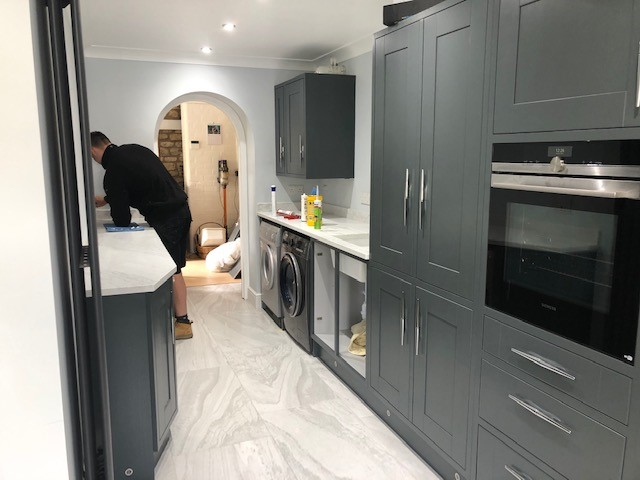 FITTING QUARTZ WORKTOPS
